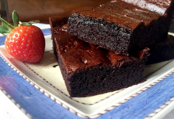 Healthy Chocolate Brownies by Emma Eats & Explores - Grainfree, Glutenfree, Dairyfree, Refined Sugarfree, Paleo & Vegetarian
