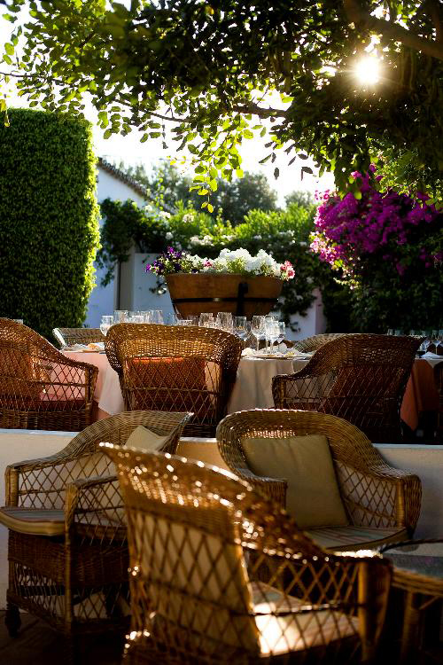 Pequeno Mundo Restaurant - Algarve - Garden Dining