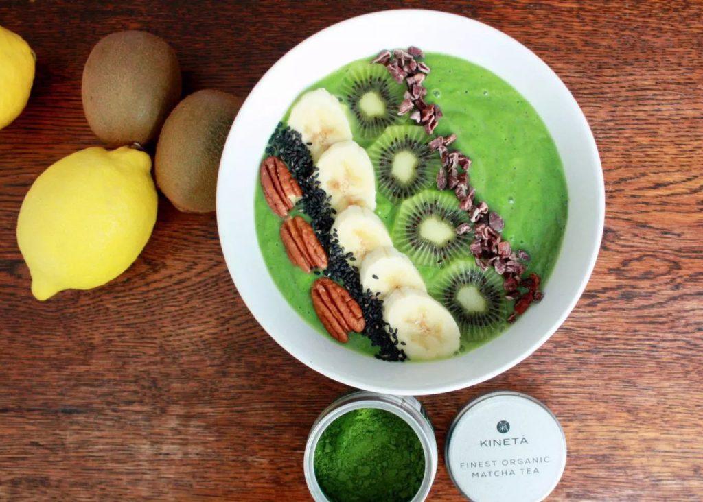 Matcha Green Tea Smoothie Bowl by Emma Eats & Explores - Grainfree, Glutenfree, Refined Sugarfree, Paleo, Vegetarian & Low Carb