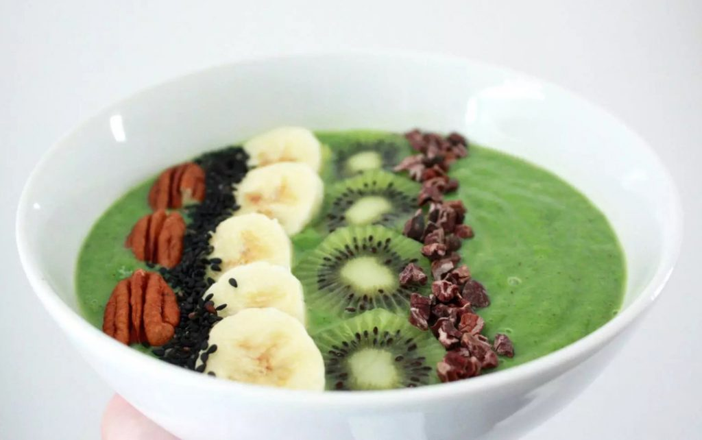 Matcha Green Tea Smoothie Bowl by Emma Eats & Explores - Grainfree, Glutenfree, Refined Sugarfree, Paleo, Vegetarian & Low Carb